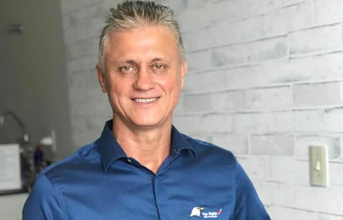 Ele criou metodologia da franquia de inglês delivery e fatura R$ 3 mi ao ano