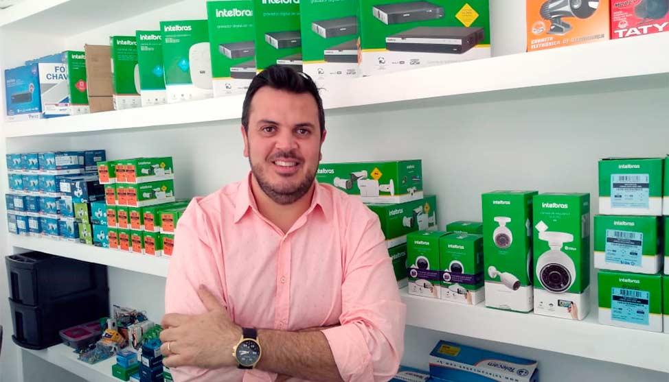 Sem fornecedores para sua empresa de segurança, administrador transforma negócio em franquia e fatura mais de R$ 700 mil por ano