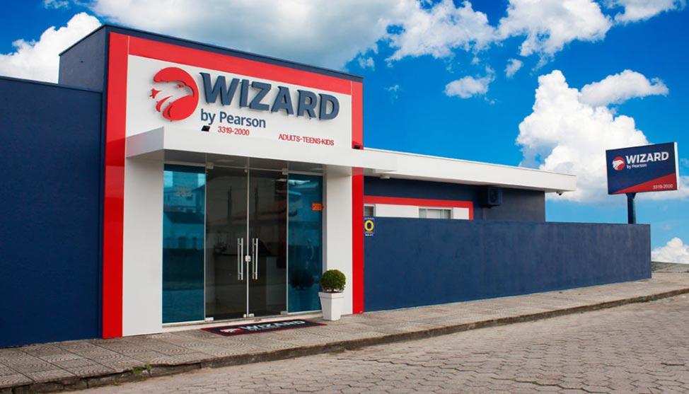 Após demissão, empreendedor investe em educação e hoje tem 3 unidades Wizard