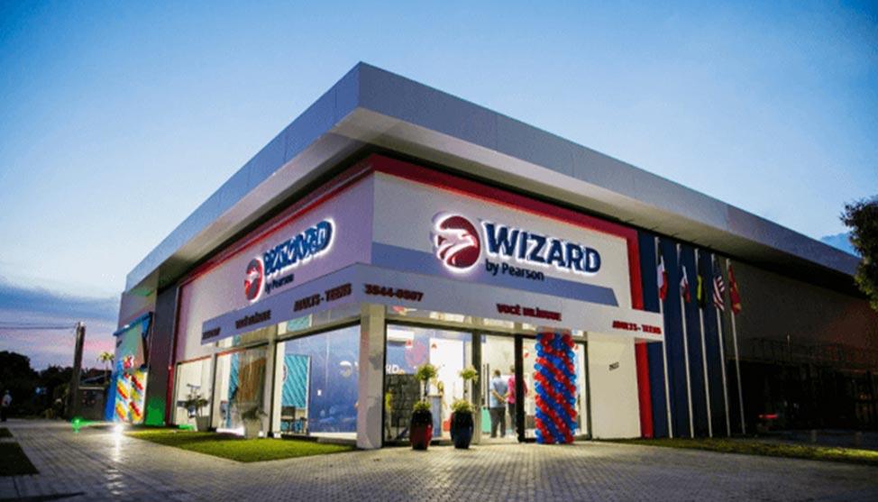 Executivos largaram cargos em multinacionais e hoje têm mais de mil alunos em escolas Wizard