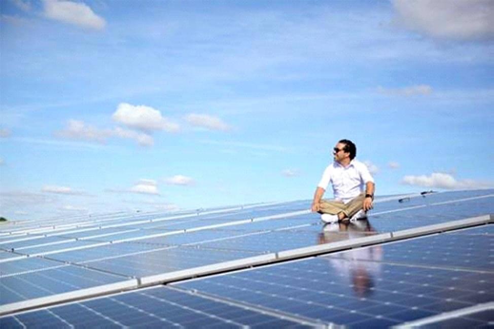 Falido, ele hipotecou a casa dos pais, fundou franquia de energia solar e hoje fatura R$ 50 milhões